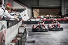Piloten racen op het Inkart circuit